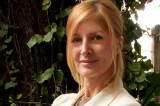 Ex-chica Playboy cristiana lanza su segundo libro