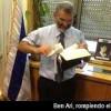 Diputado israelí rompe y tira a la basura los Evangelios