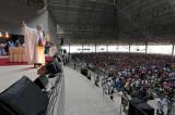 Brasil: Curas stars y megamisas compiten con evangélicos