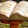 La Biblia es todo un monumento en Bariloche, Argentina
