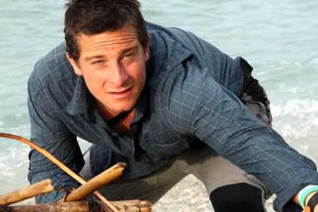 'El último superviviente' de la serie de Discovery Channel en TV, usa la fe para su aventura diaria