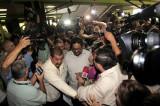 En medio de negociaciones de paz, las FARC declaran cese al fuego en Colombia
