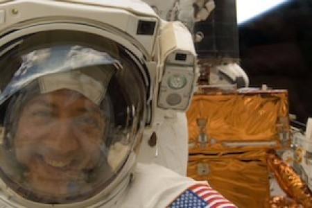 Dos astronautas relatan como creció su fe al observar la maravilla de la Creación desde el espacio